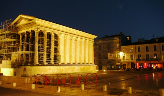 the maison carrée (under renovation)...